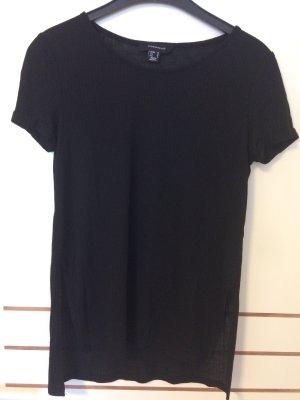 Schwarzes T-Shirt mit Seitenschlitzen