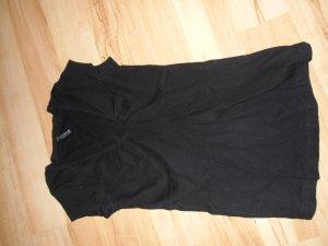 schwarzes T-Shirt mit V-ausschnitt