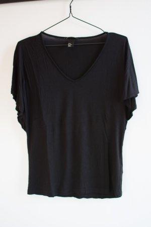 Schwarzes T-Shirt mit weiten Ärmeln