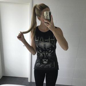 schwarzes Top mit Tiger-Print