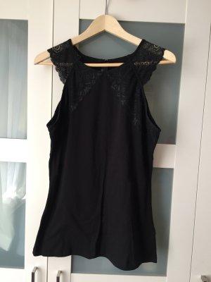 schwarzes Top von H&M, hochgeschnitten