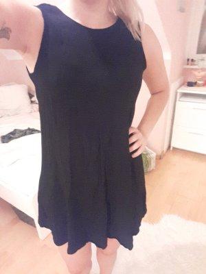 schwarzes Trägerkleid