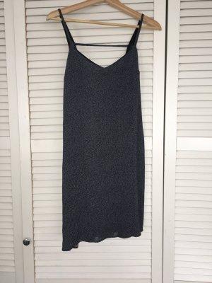 Schwarzes Trägerkleid mit weißen Punkten