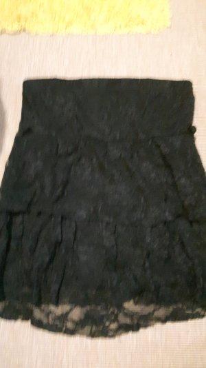 schwarzes trägerloses Top mit Spitze