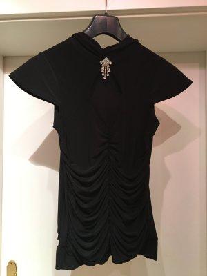 Schwarzes Tshirt mit Silberner Brosche