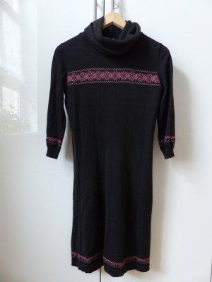 schwarzes Wollkleid mit Applikationen und dreiviertel Arm
