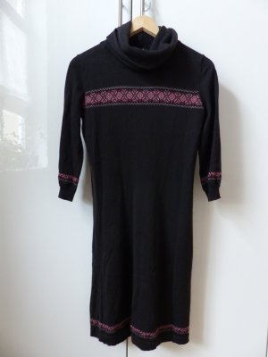 schwarzes Wollkleid mit Dreiviertelarm