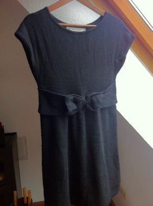 Schwarzes Wollkleid von Zara mit Schleife