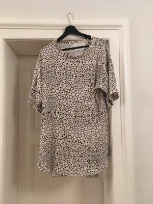 Schwarzgemustertes Kleid