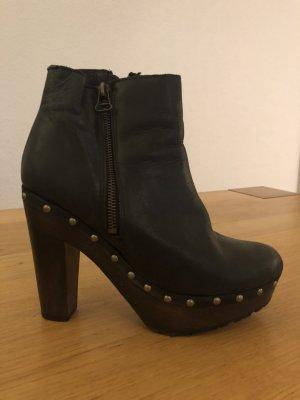 Schwedische High Heel Pumps im Klog Stil aus Leder 38