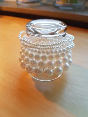 Sechs Perlenarmbänder mit unterschiedlich großen Perlen