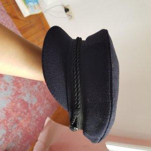 Sombrero de cubo azul oscuro