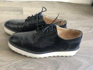 Sehe gemütliche Schuhe- Zara