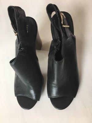 5th Avenue High-Heeled Toe-Post Sandals black