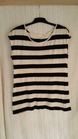 Sehr breit geschnittenes T-Shirt