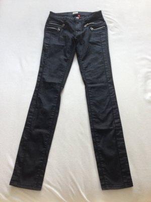 Sehr coole beschichtete, schwarze Jeans