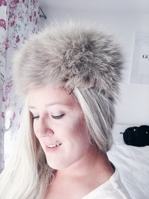 Fur Hat cream-oatmeal