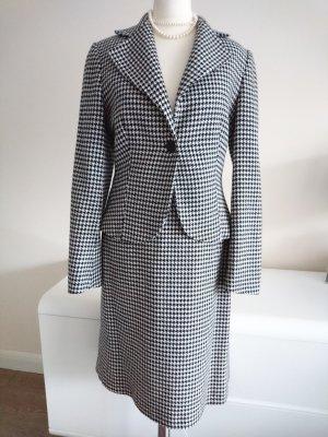 Sehr edles Kostüm im Chanel Muster
