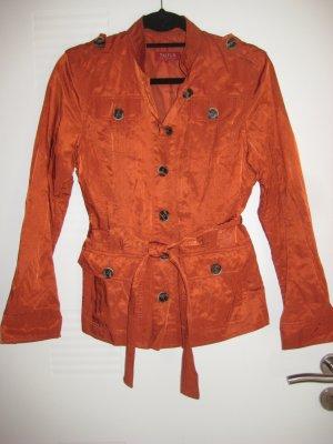 Sehr elegante Jacke in atemberaubender Farbe
