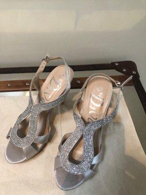 Sehr elegante Sandaletten von Divas mit funkelnden Strass-Steinchen