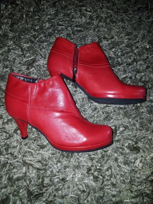 Sehr elegante Stiefelette von BC, in Leder und Farbe Rot