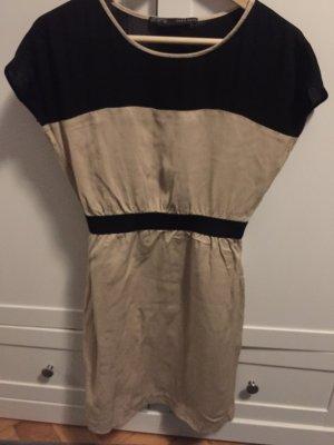 Sehr feines Kleid mit Leinenanteil