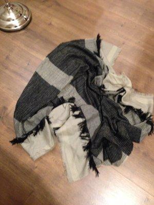 Sehr großer Schal, gestreift mit Fransen