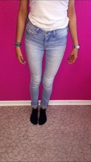 sehr gut erhaltene hollister jeans