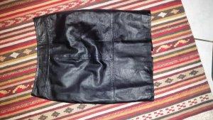 Sehr hübscher neuer schwarzer Lederrock