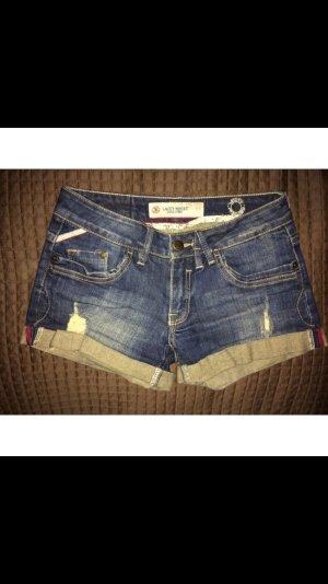 Sehr kurze Jeans Shorts