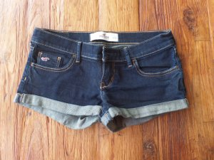 Sehr kurze Jeansshorts W26