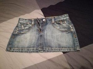 sehr kurzer Jeansrock
