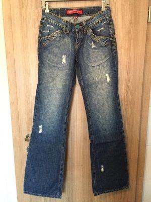 Sehr lässige Jeans mit bunten Nähten, sehr stylisch Größe: 28/34