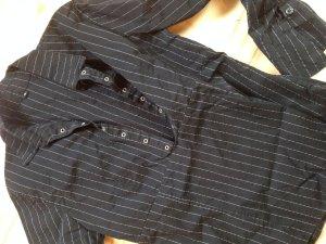 Sehr schicke gestreifte Bluse mit Zierösen am Ausschnitt