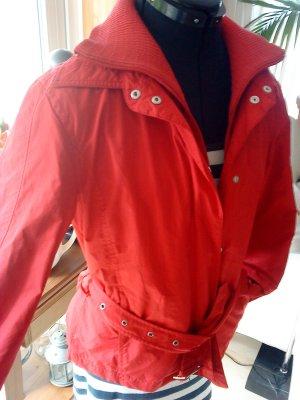 sehr schicke rote Übergangsjacke von s.Oliver 38