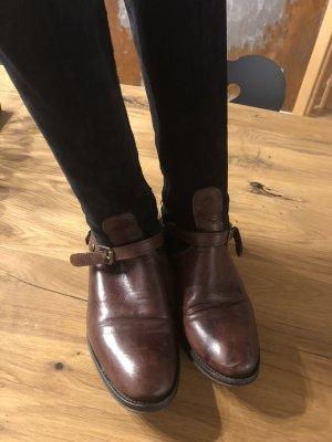 Sehr schicke Stiefel im Reiterstiefellook