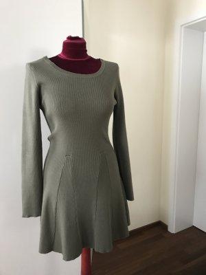 Sehr schickes Kleid im millitärgrün