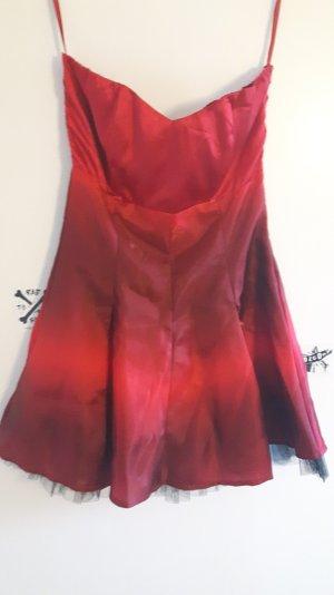 Sehr schickes rote Kleid
