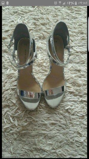 Sehr schöne absatz sandalen.