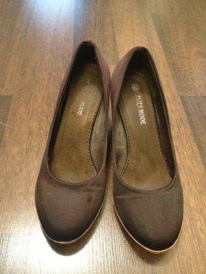 Sehr schöne braune Keilabsatz Schuhe