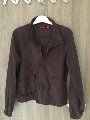 Sehr schöne leichte Jacke von der Marke Puma in der Farbe dunkelbraun