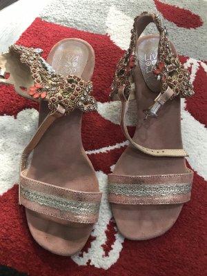 Sehr schöne Sandale