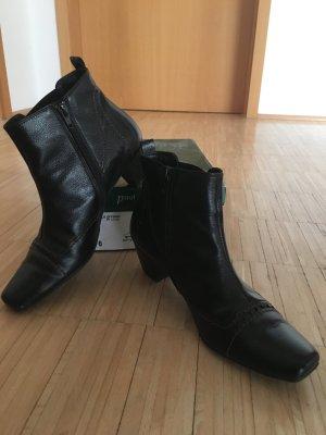 Sehr schöne Stiefeletten! Können zu Kleidern und Hosen getragen werden! Wenig getragen, hab zuviel Schuhe...
