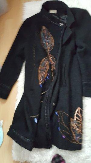 sehr schöner dicker mantel mit stickereien