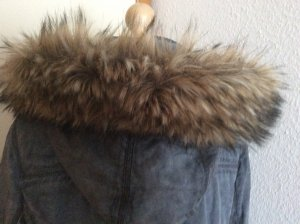 Sehr schöner Mantel mit einem xxl Fake Pelzkragen von Laura di Sarpi