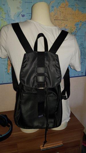Sehr schöner neuer schwarzer Rucksack