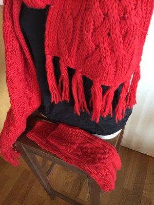 Sehr schöner roter Schal mit Handschuhe