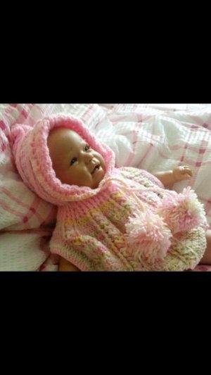 sehr schöner selbst gehäkelter Baby Poncho