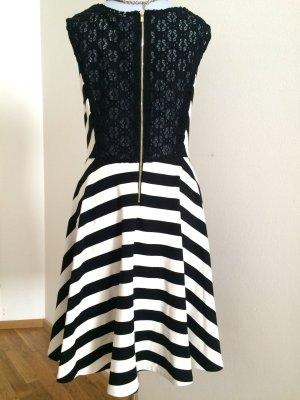 Sehr schönes Kleid mit Spitze hinten