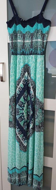 Sehr schönes Maxikleid mit Smok-Oberteil perfekt für den Koffer